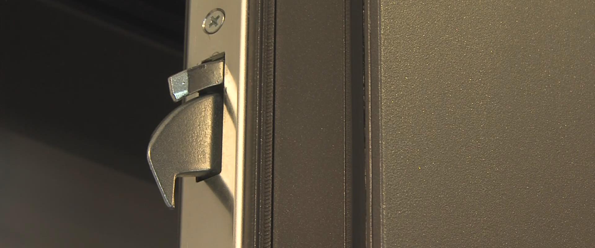 Zamek do drzwi z czytnikiem linii papilarnych Czytnik linii papilarnych